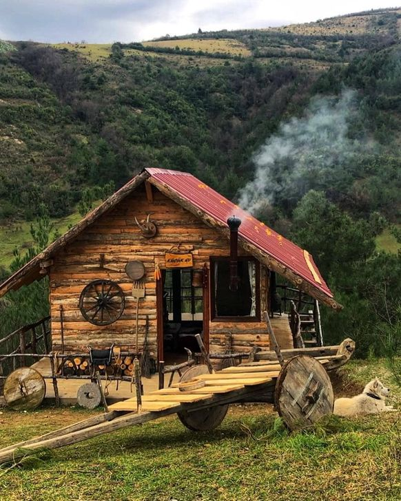 Best-Small-Log-Cabin-Ideas-With-Awesome-Decoration-24-